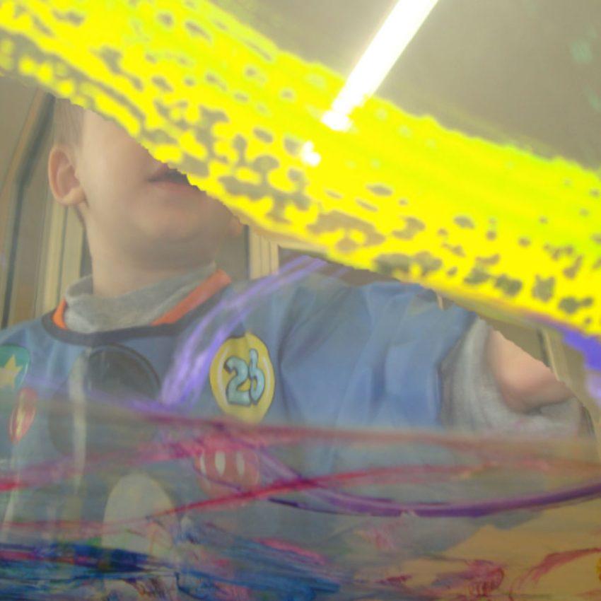 Creativitat infantil a escoles bressol municipals Cavall de Cartró