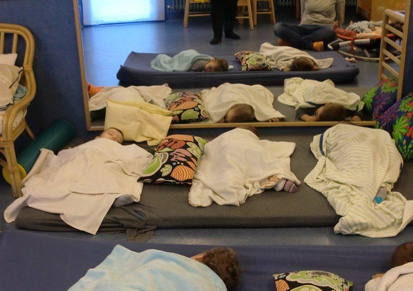 El descans dels nadons - Escola Bressol Municipal Montflorit de Cerdanyola