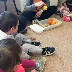 Fem esmorzars saludables amb fruites a escola bressol Petita Estelada